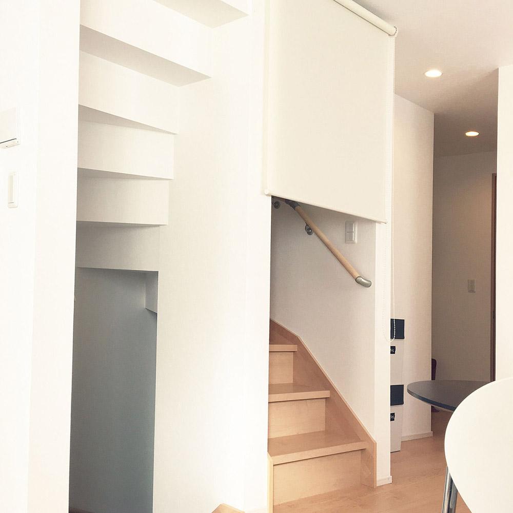 リビング階段のロールスリーン