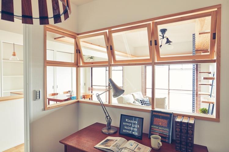 木枠の室内窓