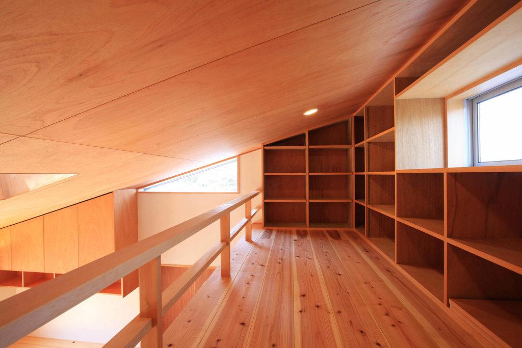 勾配天井と小屋裏