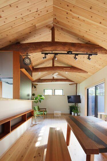 勾配天井とダクトレール