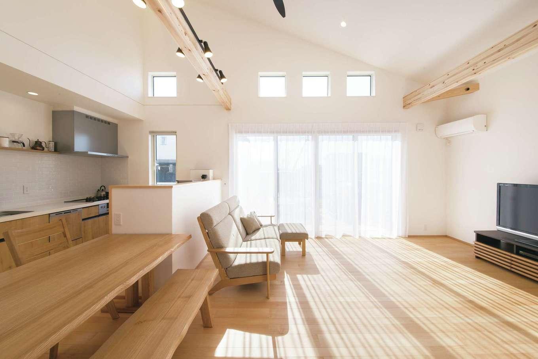 勾配天井と高窓
